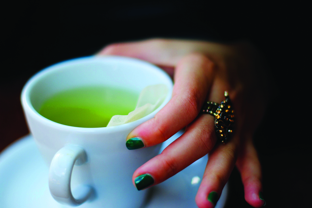 Green tea: lose stained teeth, gain EGCG