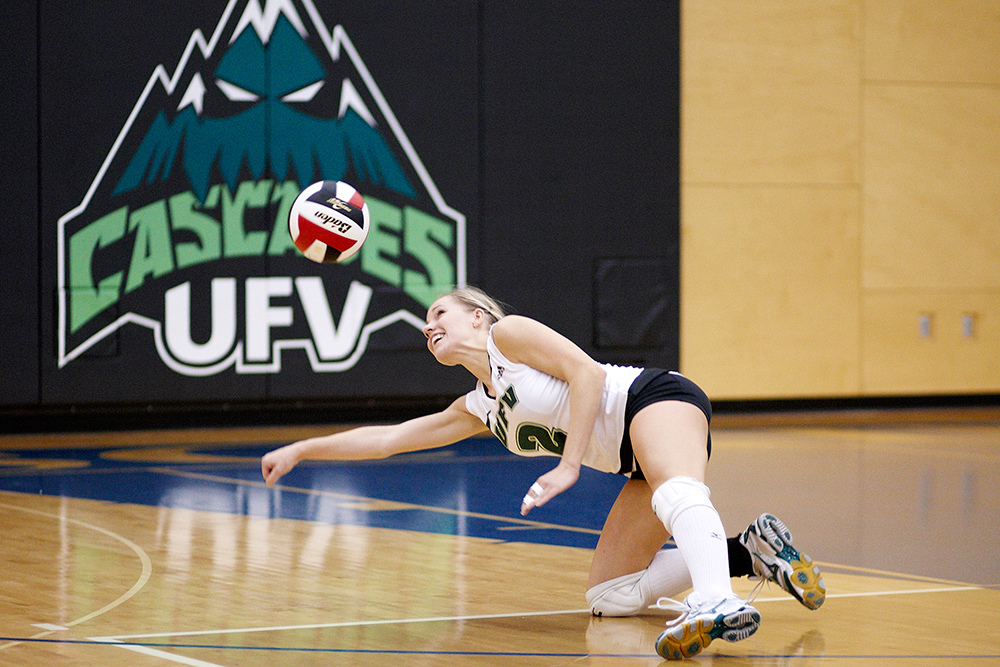 Jenna Evans reaches for a dig during weekend action against the Avalanche.