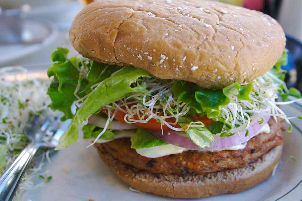 Veggie_burger_flickr_user_divinemisscopa_creative_commons