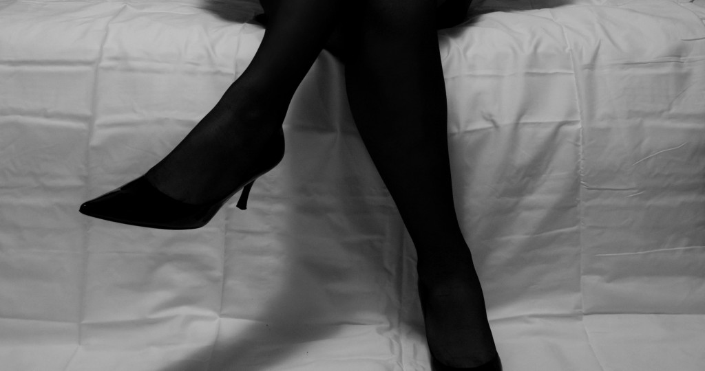 When are bare legs appropriate, and when should you wear nylons? Image: Jessica T.