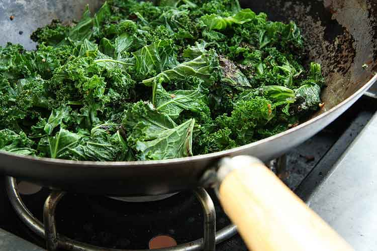 Among other benefits, kale has been shown to help prevent five types of cancer. (Image: anotherpintplease/flickr)