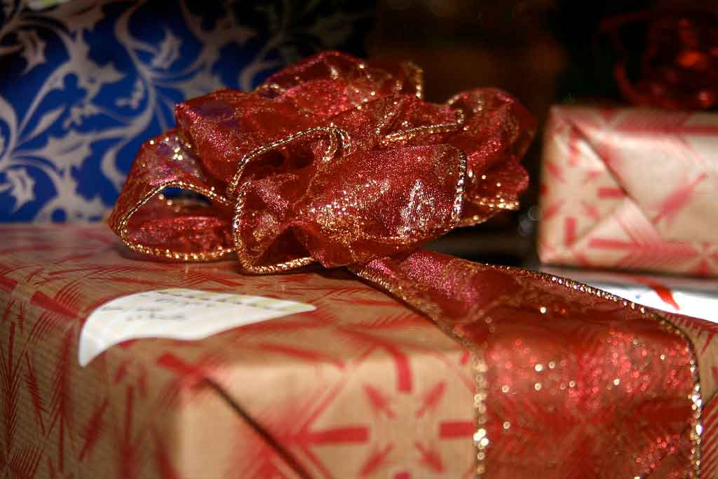 The gift-wrapped position brings you close to your partner. (Image: wader / Flickr)